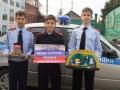 Члены клуба Щит и меч Рафиков Рамиль, Мустафин Данил, Уткин Никита поздравляют сотрудников полиции